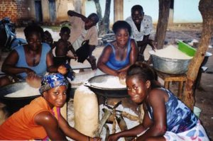 Women making gari by toasting manioc over the fire (Togo)