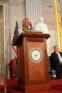 (Photo - Nasir Ali Mamun) El profesor Muhammad Yunus, quien recibió la Medalla de Oro del Congreso el 17 de abril, será la figura principal de la 2013 Cumbre para alianzas contra la pobreza